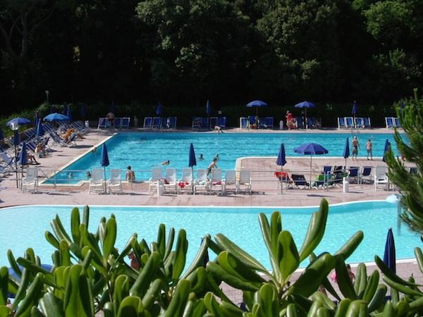 piscina VG dalle piante