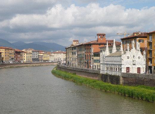 Az Arno folyó és a Chiesa della Spina